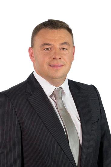 Tomasz Czarnota z zawodu jest stolarzem. Obecnie pracuje jako kierowca w firmie Jumar w Mierzynie, która zajmuje się gospodarką odpadami. - czarnota01_700